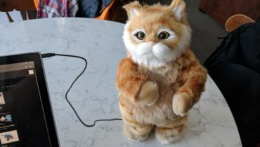 Dancing Cat Speaker – Robotic Moving Cat Knows How to Shake